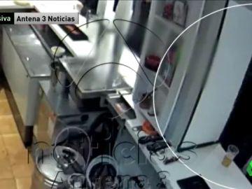 Las imágenes del apuñalamiento del ultra Ignacio Racionero a otro seguidor del Atlético en un bar cerca del estadio