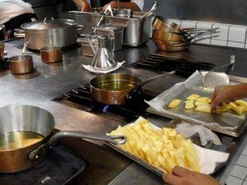 Imagen de archivo de la cocina de un restaurante