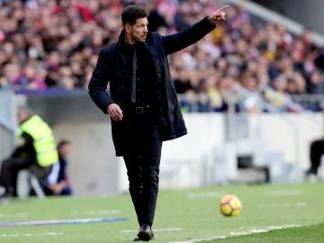Simeone durante el partido ante Las Palmas