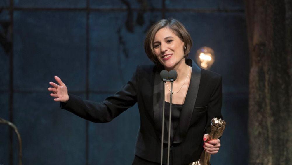 La realizadora Carla Simón recoge el Premio Gaudí a la Mejor dirección, por 'Verano 1993'
