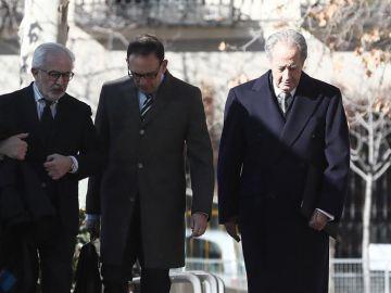 Juan Miguel Villar Mir (derecha) llega a la Audiencia Nacional