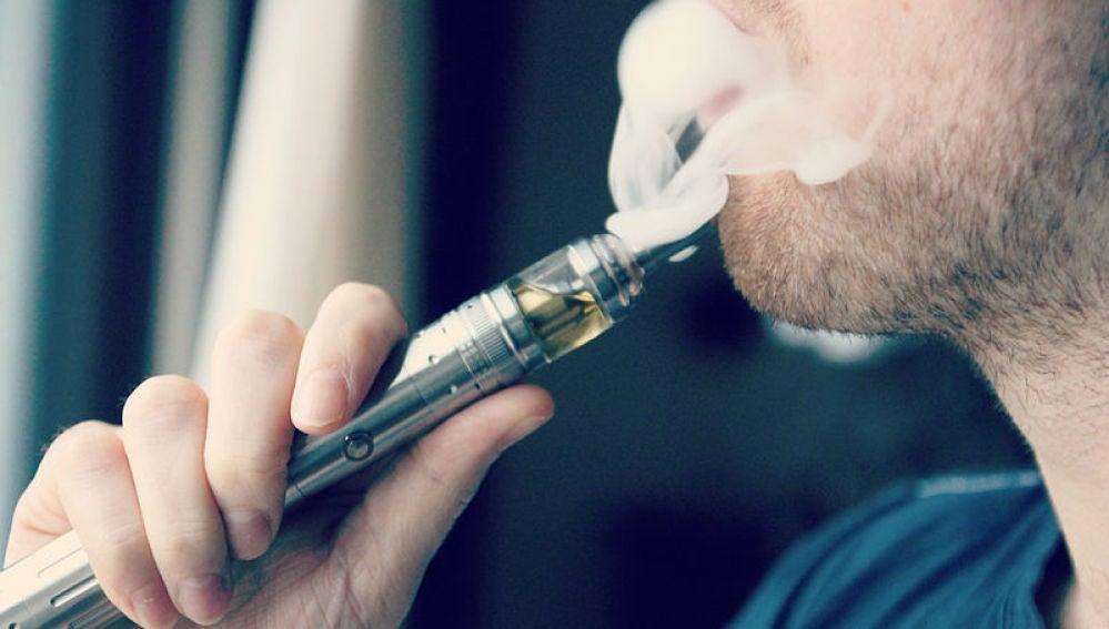 Un estudio reciente revela que fumar con cigarrillo electrónico podría provocar cáncer