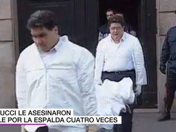 Retirada del cadáver de Maurizio Gucci