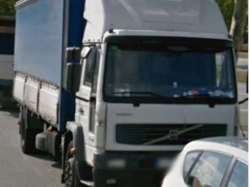 Imagen difundida por los mossos del camión robado en una empresa de Castellbisbal