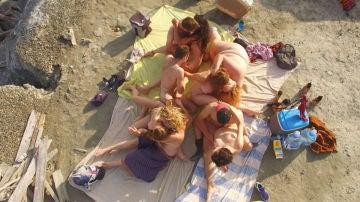 Escena de una orgía en el corto Scopique
