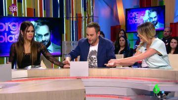 Cristina Pedroche y Anna Simon experimentan un truco de magia de Jorge Blass