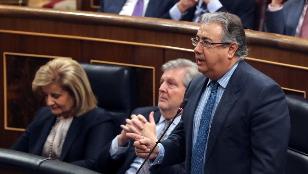 Imagen del ministro Zoido hablando en el Congreso