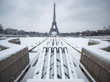 Torre Eiffel nevada