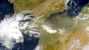 La mayoria de los virus y bacterias viajan por la atmosfera miles de km