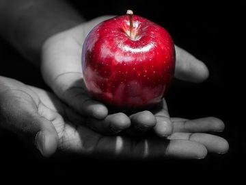 Tentación con una manzana