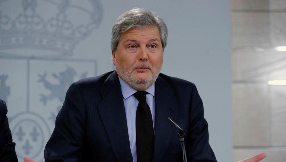 Íñigo Méndez de Vigo en rueda de prensa