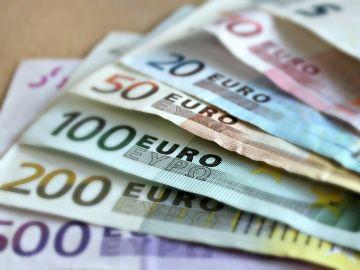 Foto de archivo de euros en efectivo