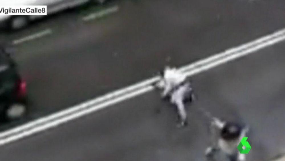Un hombre graba una brutal pelea a plena luz del día en Bilbao para denunciar la situación del barrio
