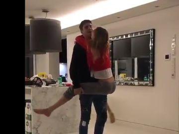 Morata baila con su novia