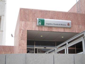 Imagen de la entrada de la Fiscalía de Menores de Málaga