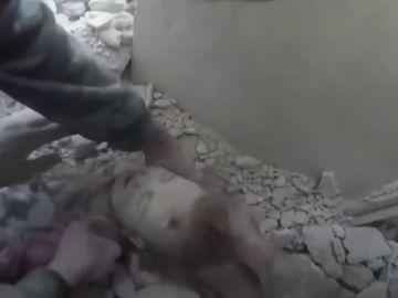 Rescate de una bebé en Siria