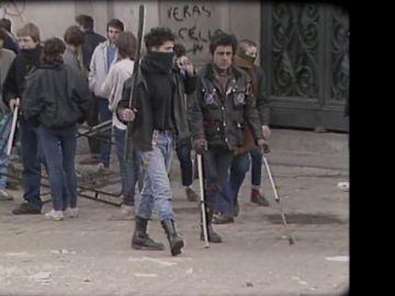'El cojo manteca' en las marchas estudiantiles de 1987