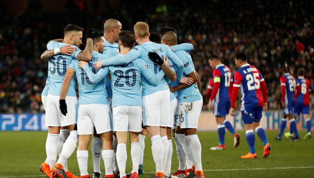 El City celebra un gol ante el Basilea
