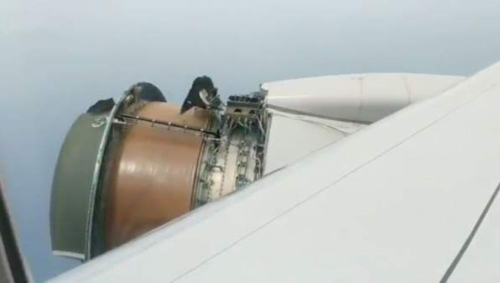 Motor de avión se estropea en pleno vuelo
