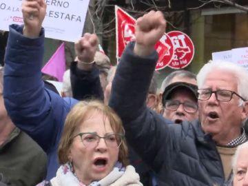 Pensionistas protestan por el futuro del sistema de pensiones