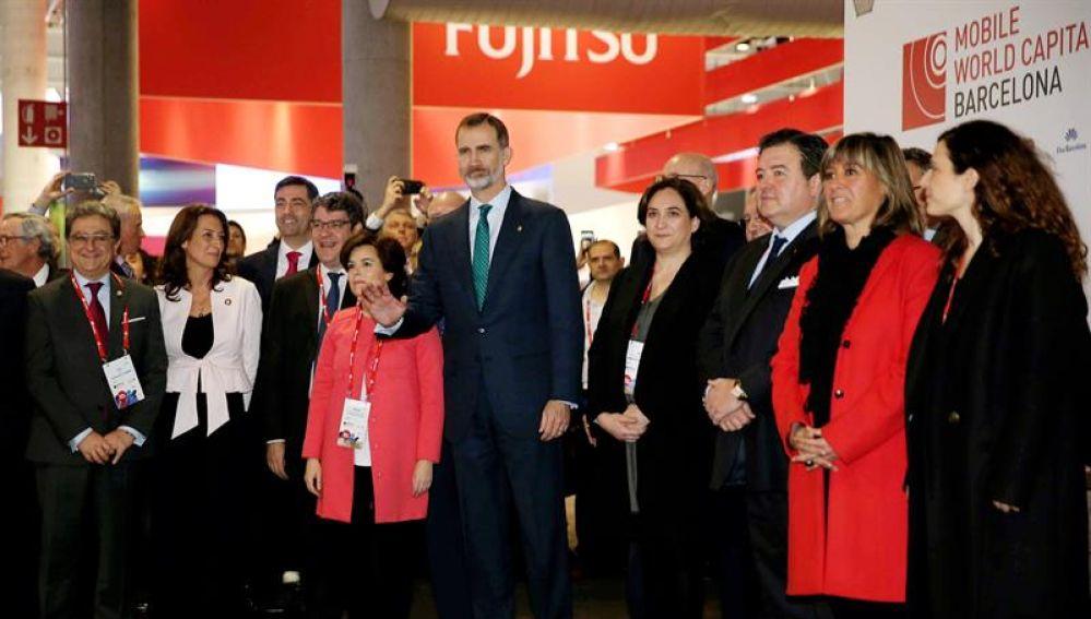 El Rey Felipe VI inaugura el Mobile World Congress acompañado de Soraya Sáenz de Santamaría y Ada Colau