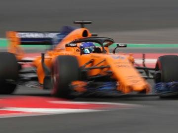 Fernando Alonso, rodando en Montmeló