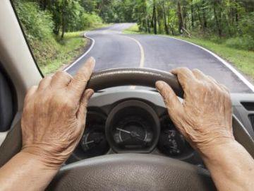 ancianos_conduciendo.jpg