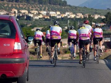 Grupo-ciclistas-adelantamiento.jpg