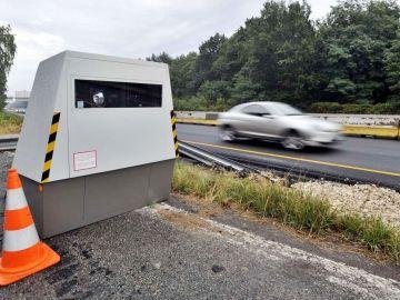 Un coche cazado a 242 km/h y los dueños se libran de una multa