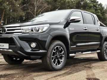 Toyota-Hilux-Invincible-50-Chrome-2018-cc-1.jpg