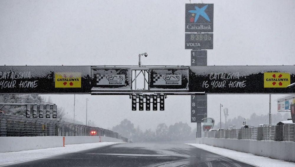 Circuito Montmelo : La nieve cubre el circuito de montmeló y aplaza el inicio del tercer