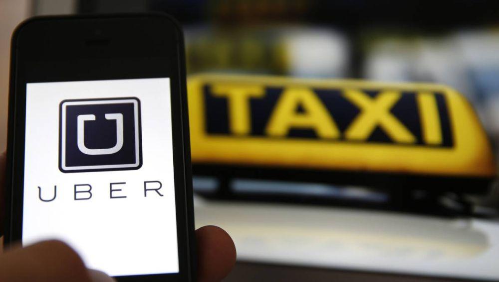 Imagen de Uber y un taxi