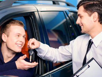 concesionario-compra-coche-0517-01