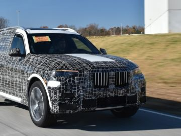 bmw-x7_production-of-the-fi-.jpg