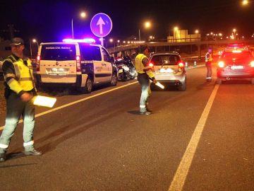 La Guardia Civil parando a los vehículos