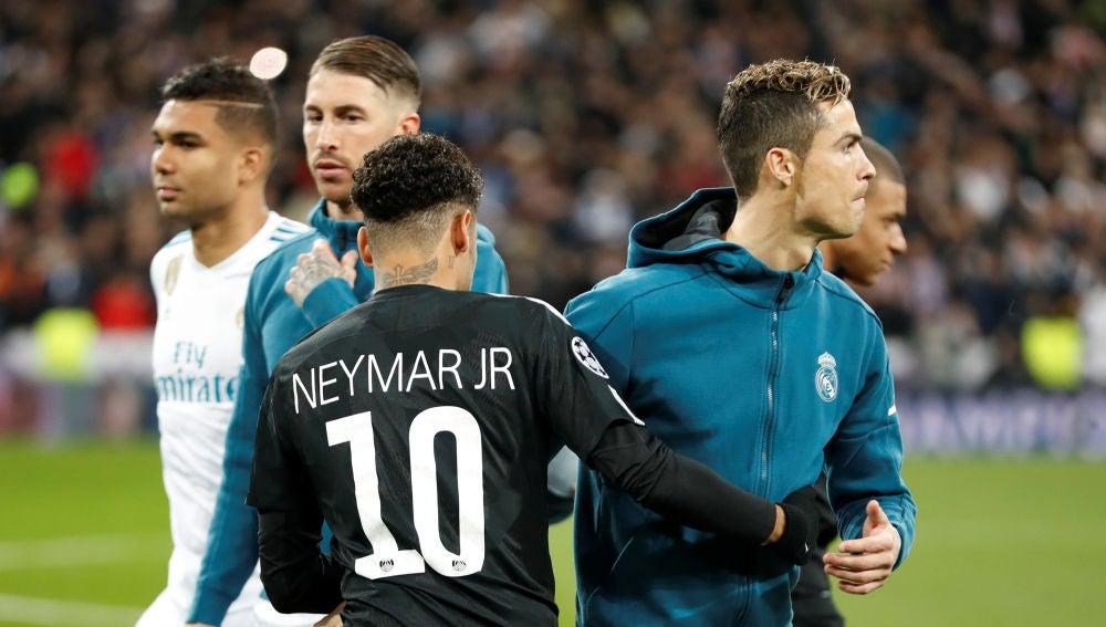 Neymar saluda a Cristiano Ronaldo antes del Real Madrid - PSG