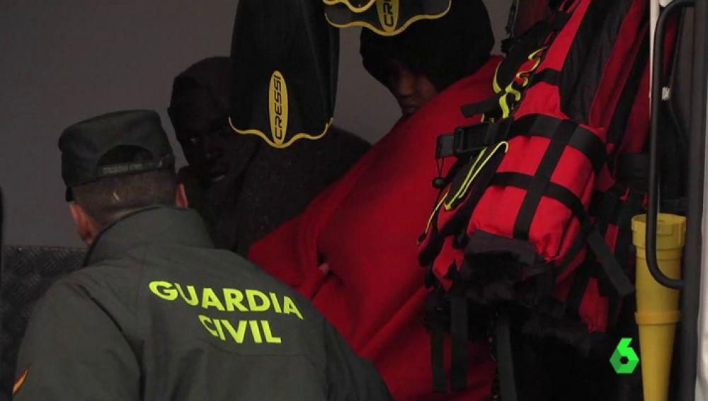 Mueren dos migrantes subsaharianas al volcar una embarcación con la que pretendían llegar a Ceuta