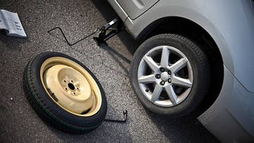 Para conductores noveles, y no tanto: guía básica para cambiar una rueda