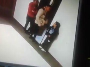 Pillada una maestra agrediendo e insultando a un niño con autismo