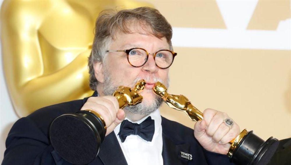 El director Guillermo del Toro en la ceremonia de los Oscar