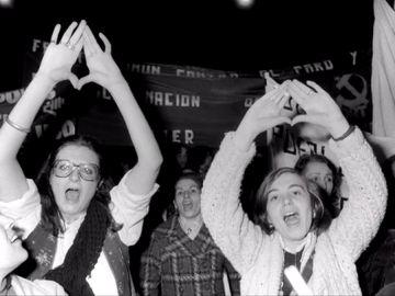 Mujeres manifestándose por la igualdad entre hombres y mujeres