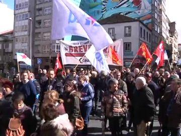Centenares de personas protestan contra la precariedad laboral y la pobreza