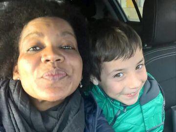 NO USAR: Ana Julia Quezada posando junto al pequeño Gabriel