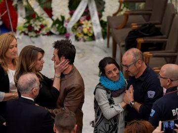 Los padres, arropados en la capilla ardiente del pequeño Gabriel