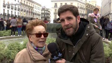 Gonzo, con una mujer en la huelga feminista del 8M