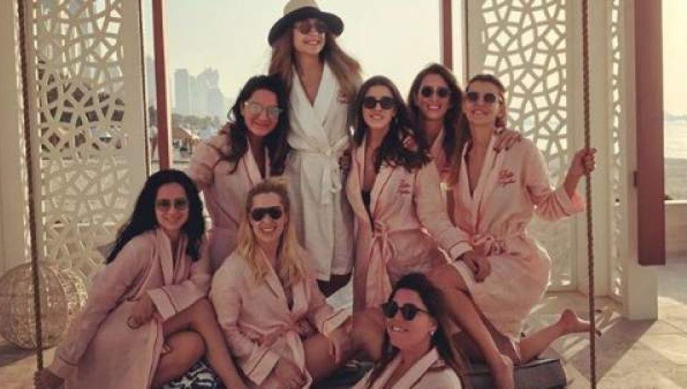 Imagen compartida por Mina Basaran de su despedida de soltera en Dubai