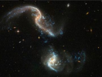 Dos galaxias colisionando