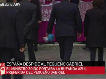 Zoido acude al funeral de Gabriel Cruz con la bufanda azul