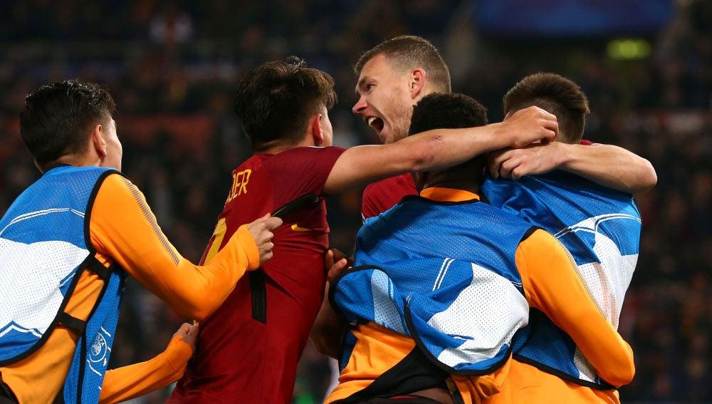 Dzeko celebra su gol ante el Shakhtar