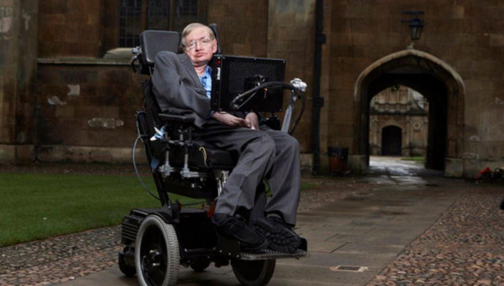 Stephen Hawking en el Gonville & Caius College de Cambridge (Reino Unido). / Lwp Kommunikáció